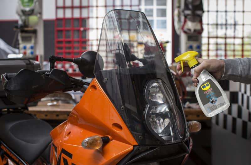 limpiar una moto puesta a punto de la moto