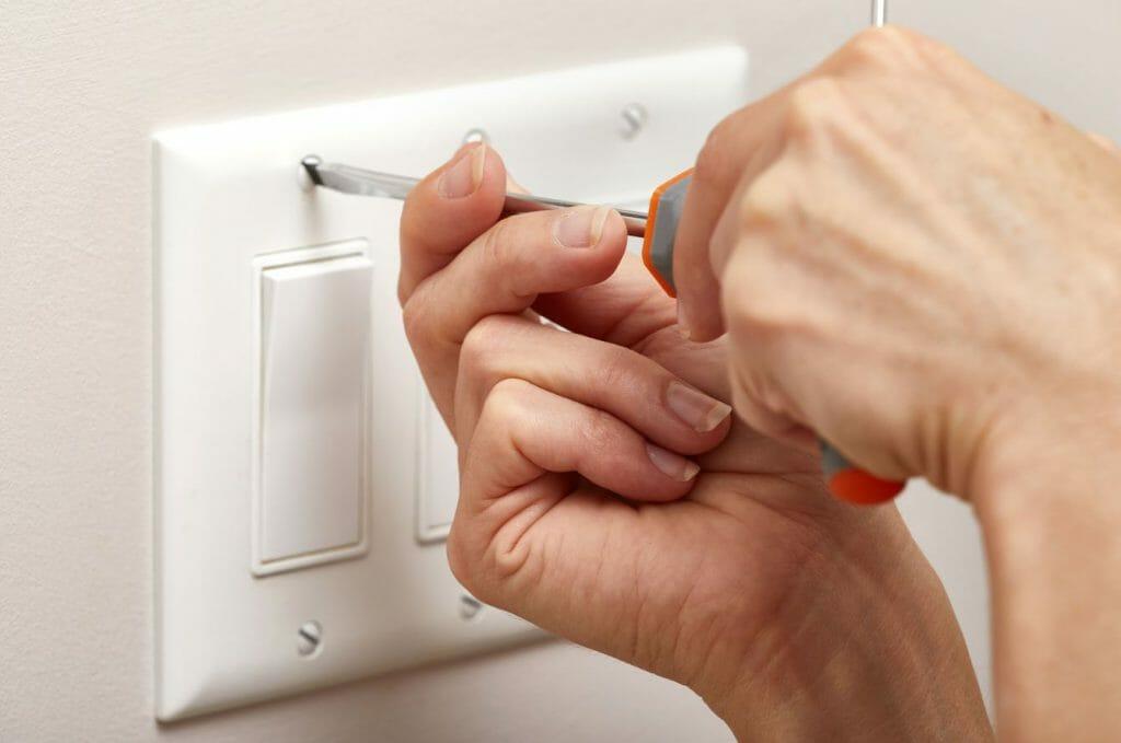 3 cosas básicas que debemos saber a la hora de cambiar un interruptor o un enchufe