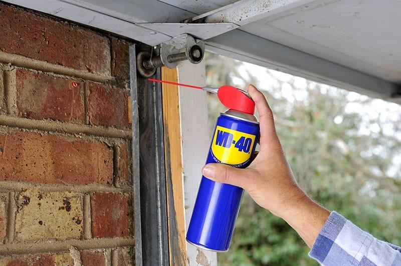 cómo eliminar ruidos y chirridos de las puertas